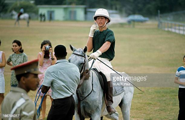 Prince Charles The Prince Philip And Princess Anne Of The United Kingdom On Holiday In Jamaica En Jamaïque en août 1966 lors des vacances le Prince...