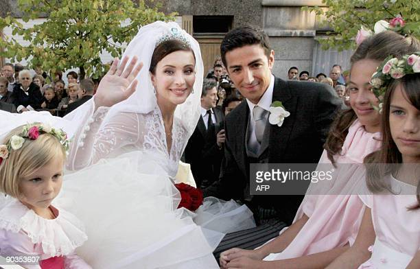 Prince Edouard de Ligne poses with his bride Italian actress Isabella Orsini at their wedding in Antoingt on September 5 2009 AFP PHOTO/BELGA/JULIEN...