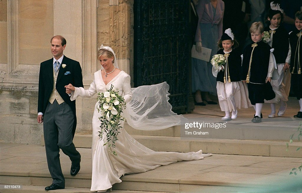 Prince Edward And His Bride, Sophie Rhys-jones, On Their Wedding Day At St George's Chapel, Windsor. ++ Wedding Dress Designed By Fashion Designer Samantha Shaw