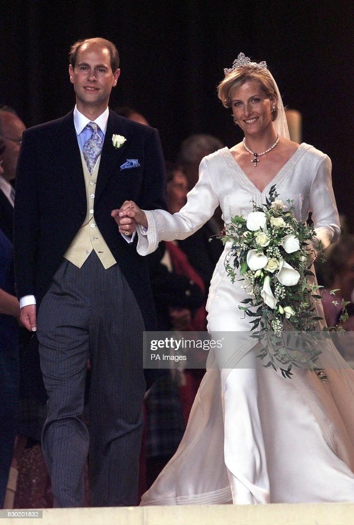 Royalty - Prince Edward & Sophie Rhys-Jones Marriage - St George's Chapel, Windsor Castle : News Photo