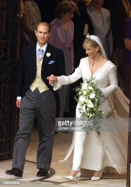 Prince Edward and Sophie RhysJones leave St George's Chapel at Windsor Castle 19 June 1999 after their wedding ELECTRONIC IMAGE