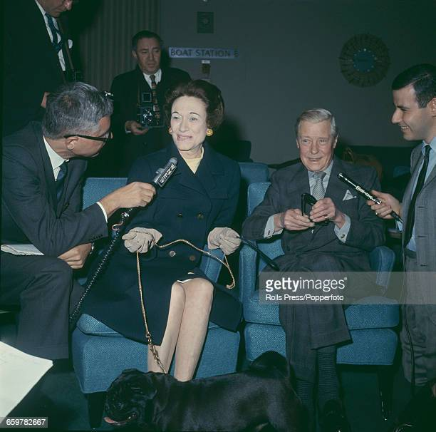 Prince Edward Duke of Windsor formerly Edward VIII and Wallis Duchess of Windsor along with their pug dog 'Minoroo' talk to news reporters in New...