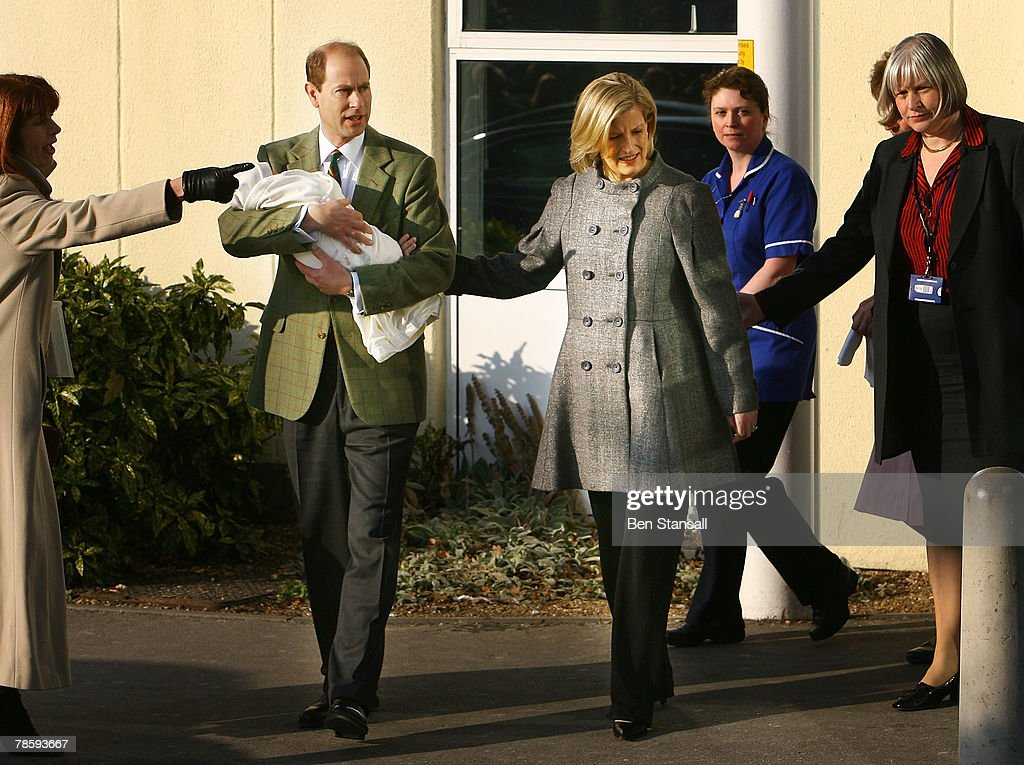 Prince Edward And The Countess Of Wessex Leave Hospital : Nachrichtenfoto
