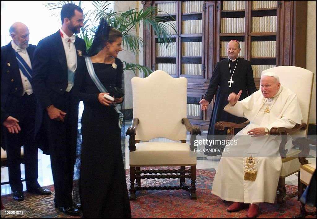 Prince Felipe and his wife Letizia received by pope John Paul II in Rome, Italy on June 28th , 2004. : News Photo