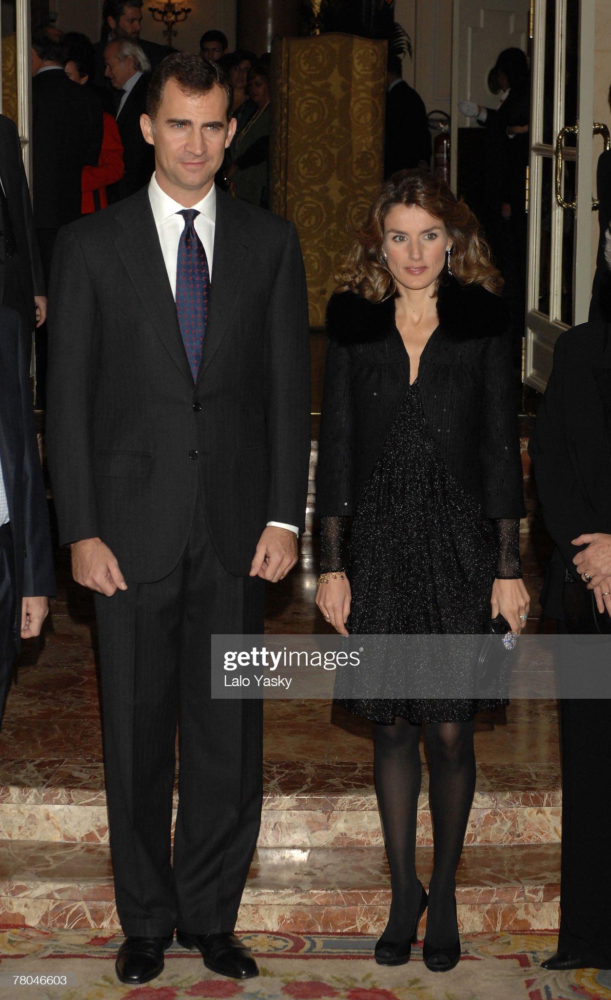 Вечерние наряды Королевы Летиции Prince Felipe and Princess Letizia Attend Journalism Award Dinner : News Photo