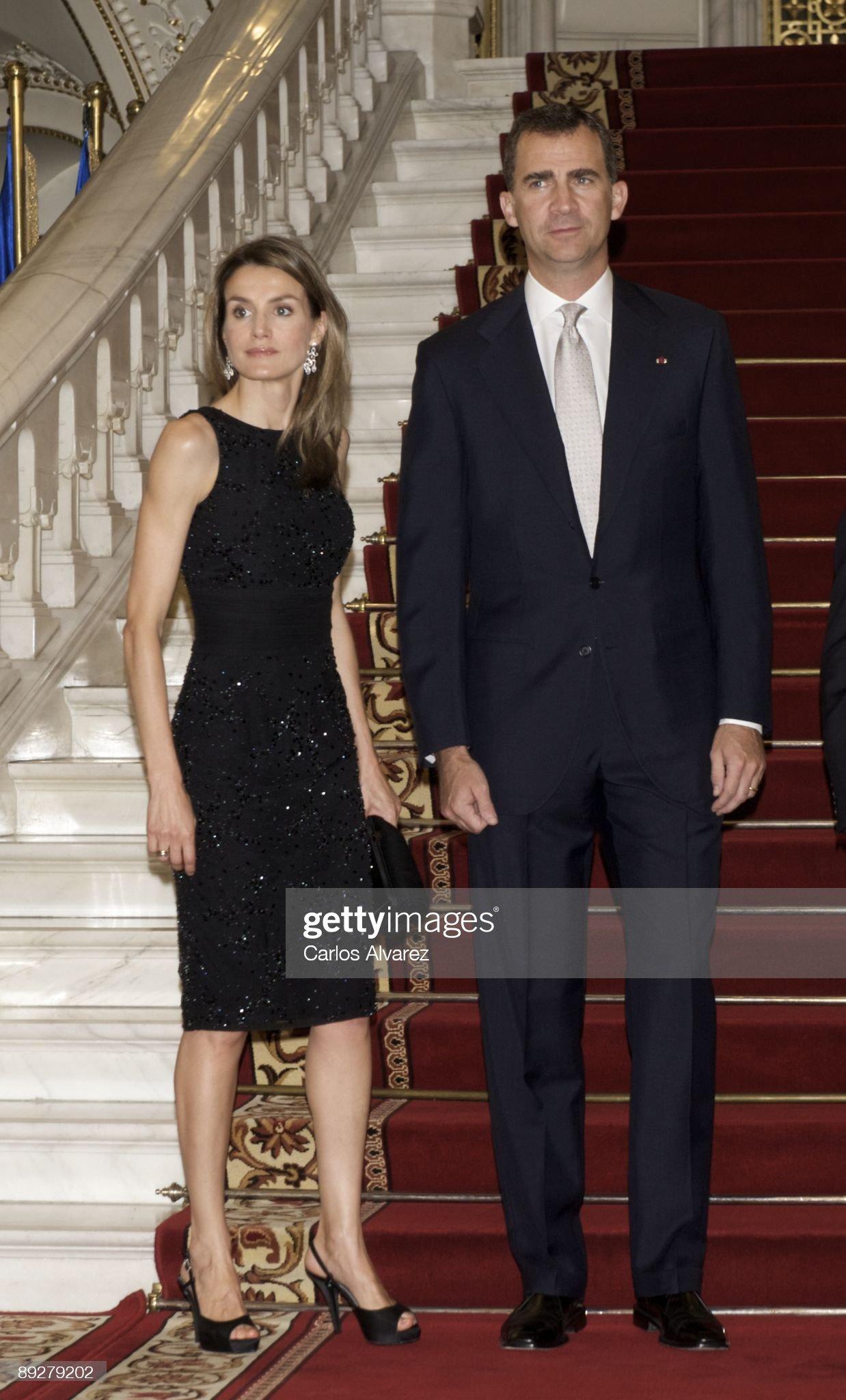 Вечерние наряды Королевы Летиции Prince Felipe & Princess Letizia Visit Romania - Day 1 : News Photo