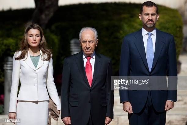 Prince Felipe and Princess Letizia of Spain with Israeli president Shimon Peres during an official welcoming ceremony an the presidential residence...