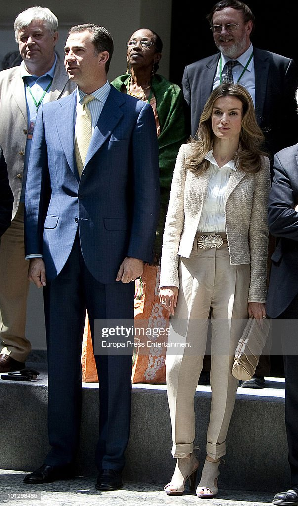 Spanish Royals Attend a Journalism Meeting in Cadiz : News Photo