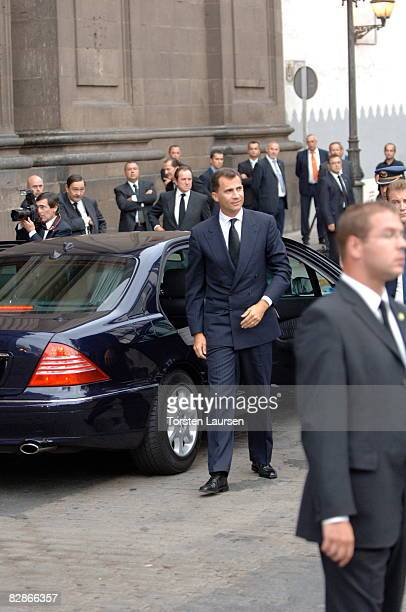 Prince Felipe attends a memorial service for the victims of the crash of Spanair flight JK 5022 September 17 2008 at the cathedral of St Ana in Las...