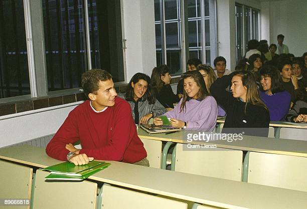Prince Felipe de Borbon in the Faculty of Laws of the Autonoma de Madrid University The Prince of Asturias in a classroom beside his class partners