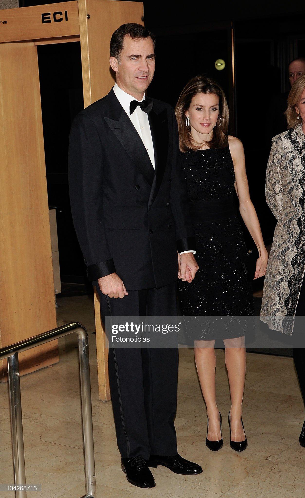 Вечерние наряды Королевы Летиции Spanish Royals Attend a Dinner in Honour of 'Mariano de Cavia', 'Mingote' and 'Luca de Tena' Awards Winners : News Photo