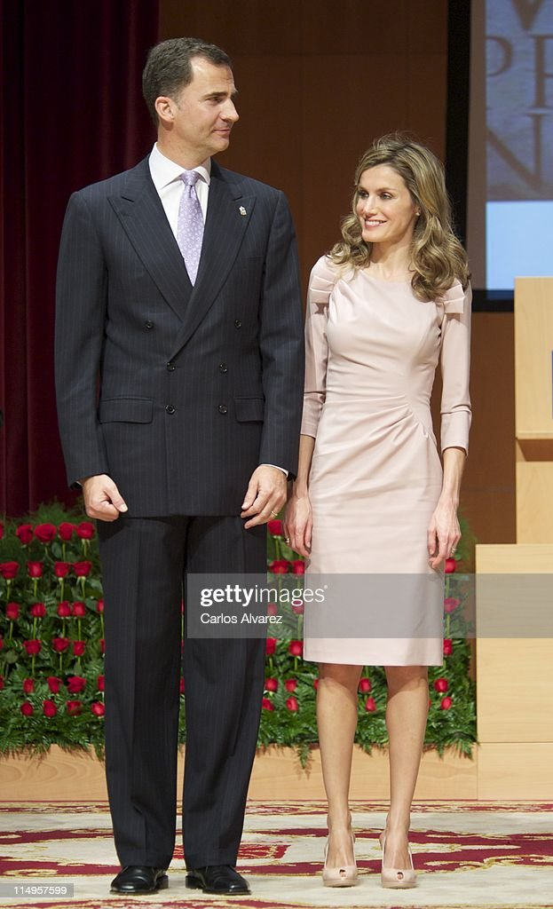 Spanish Royals Attend 'Principe de Viana 2011' Awards Gala : News Photo
