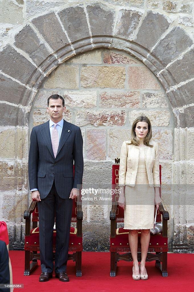 Spanish Royals Attend 'Principe de Viana de la Cultura 2012' Awards : News Photo