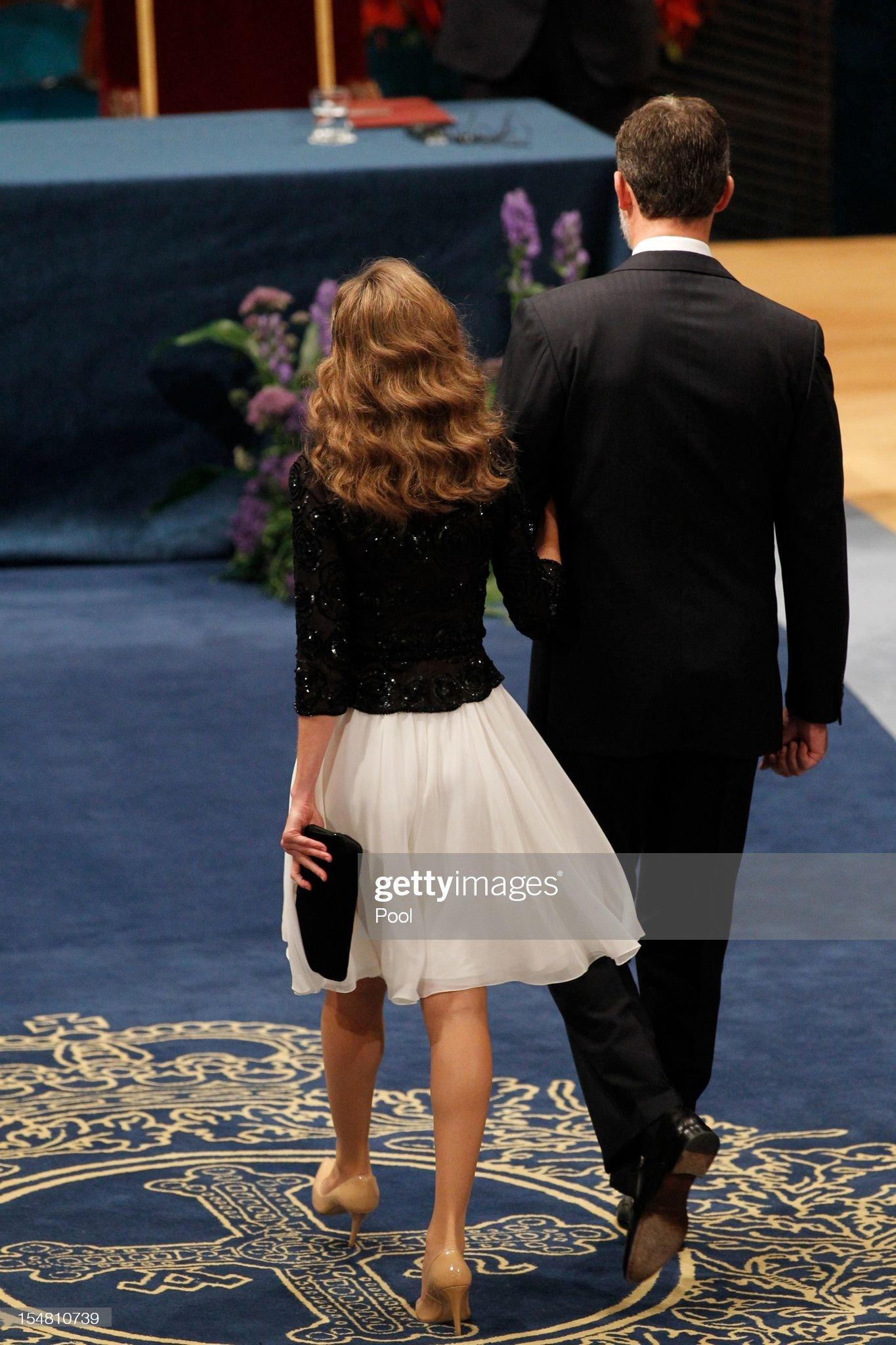 Вечерние наряды Королевы Летиции Spanish Royals Attend Principes de Asturias Awards 2012 - Gala : News Photo