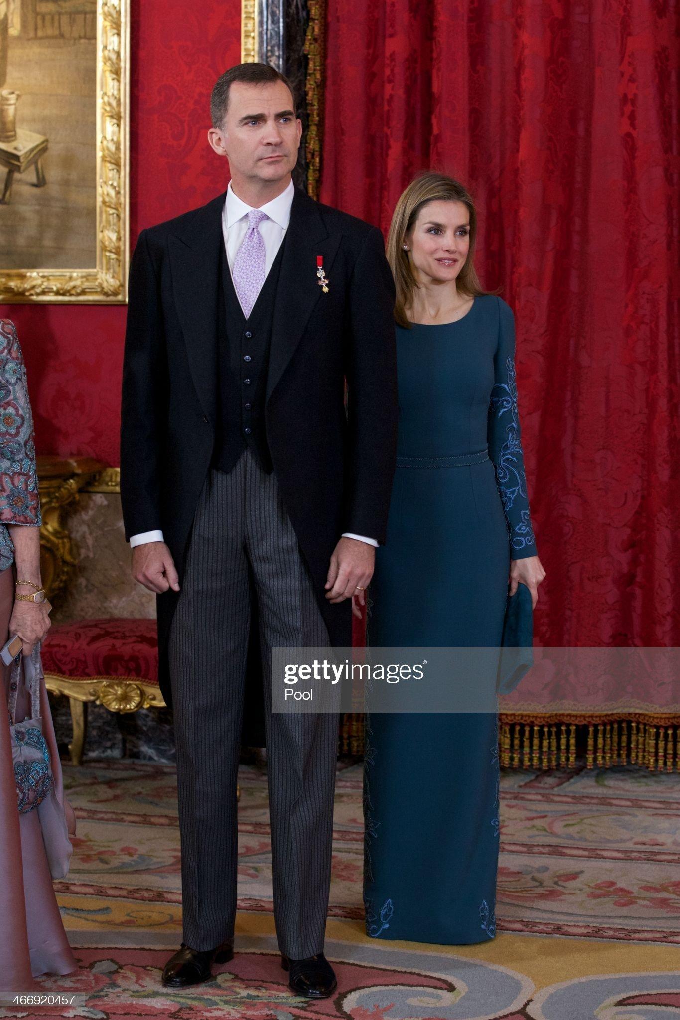 Вечерние наряды Королевы Летиции Spanish Royals Receive Diplomatic Corps in Madrid : News Photo