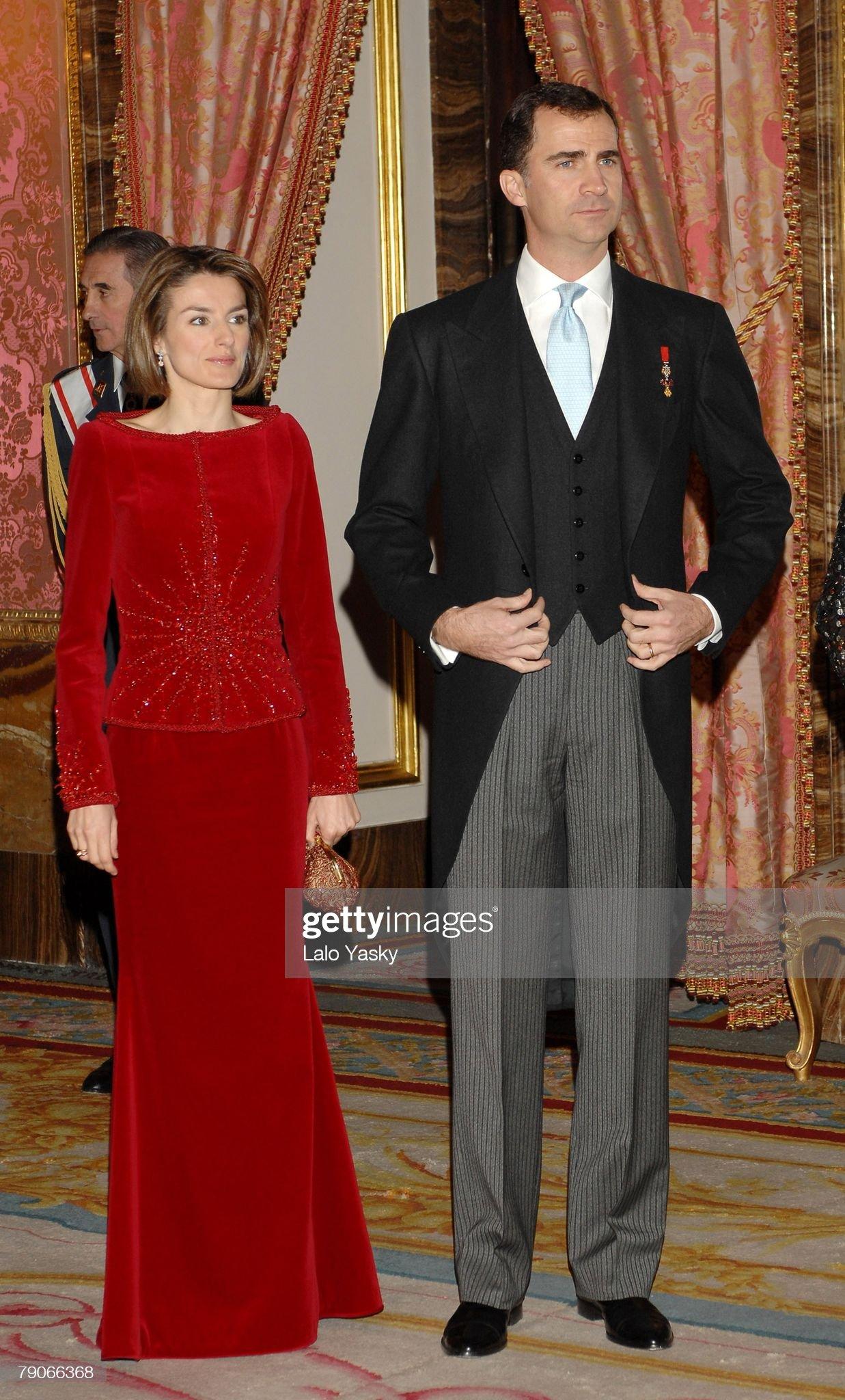 Вечерние наряды Королевы Летиции Spanish Royals Hosts The Annual Foriegn Ambassadors Reception : News Photo