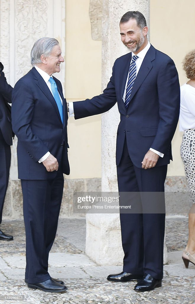 Prince Felipe Of Spain Delivers U0027Camino Realu0027 Award To Doctor Valentin  Fuster At Alcala