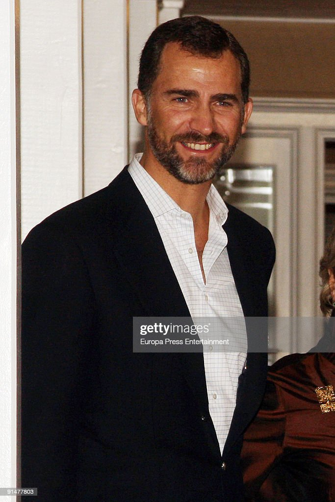 Prince Felipe of Spain poses at Governor Residence on October 5, 2009 in Albuquerque, New Mexico. The Spanish Royals were in town to commemorate Santa Fe, New Mexico's 400th Anniversary.