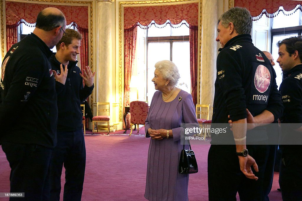 Queen meets Walking With The Wounded trekkers : News Photo