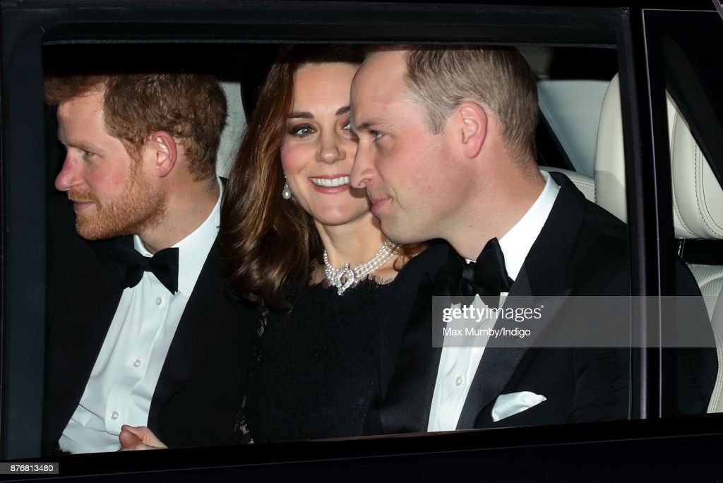 Queen Elizabeth II and The Duke of Edinburgh 70th Wedding Anniversary Dinner : News Photo