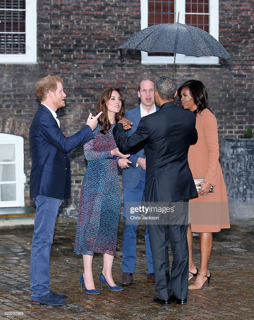 Prince Harry, Catherine, Duchess of Cambridge, Prince William, Duke of Cambridge, US President Barack Obama and First Lady Michelle Obama speak as they attend a dinner at Kensington Palace on April 22, 2016 in London, England.