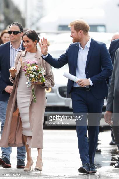 Prince Harry Duke of Sussex and Meghan Duchess of Sussex arriving waving to fans about begin walkabout on October 30 2018 in Auckland New Zealand The...