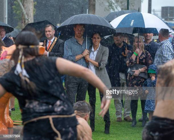 Prince Harry, Duke of Sussex and Meghan, Duchess of Sussex attend a Community Event at Victoria Park on October 17, 2018 in Dubbo, Australia. The...