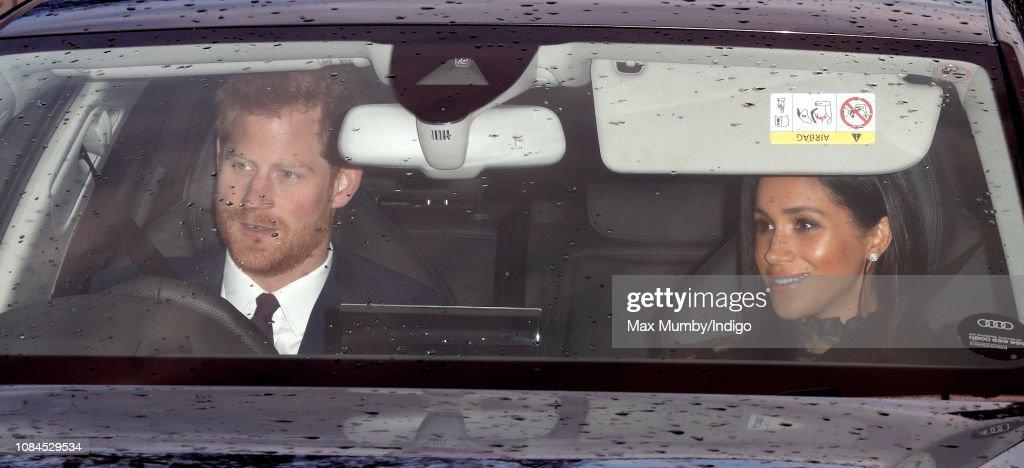 Queen's Christmas Lunch - Arrivals : Nachrichtenfoto