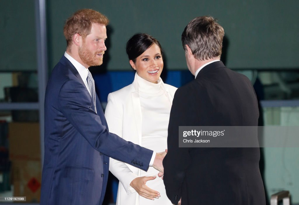 "The Duke And Duchess Of Sussex Attend A Gala Performance Of ""The Wider Earth"" : Nachrichtenfoto"