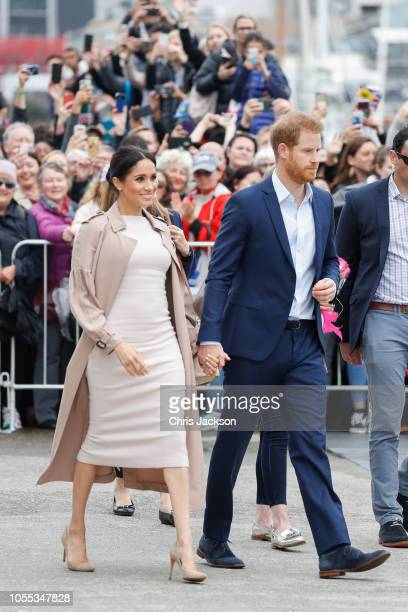 Prince Harry Duke of Sussex and Meghan Duchess of Sussex during the 'Walkabout' on October 30 2018 in Auckland New Zealand The Duke and Duchess of...