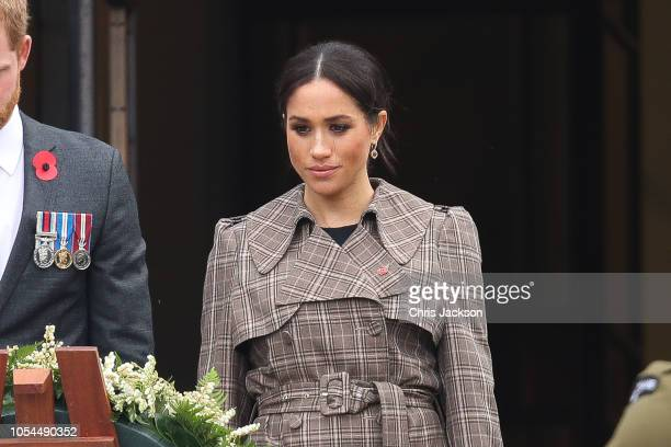 Prince Harry, Duke of Sussex and Meghan, Duchess of Sussex Laying Wreath at the National War Memorial on October 28, 2018 in Wellington, New Zealand....