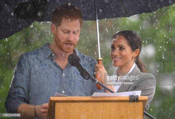 Prince Harry, Duke of Sussex and Meghan, Duchess of Sussex visit Victoria Park on October 17, 2018 in Dubbo, Australia. The Duke and Duchess of...
