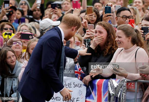 Prince Harry Duke of Sussex greets members of the public as he arrives at the Royal Botanic Gardens on October 18 2018 in Melbourne Australia The...
