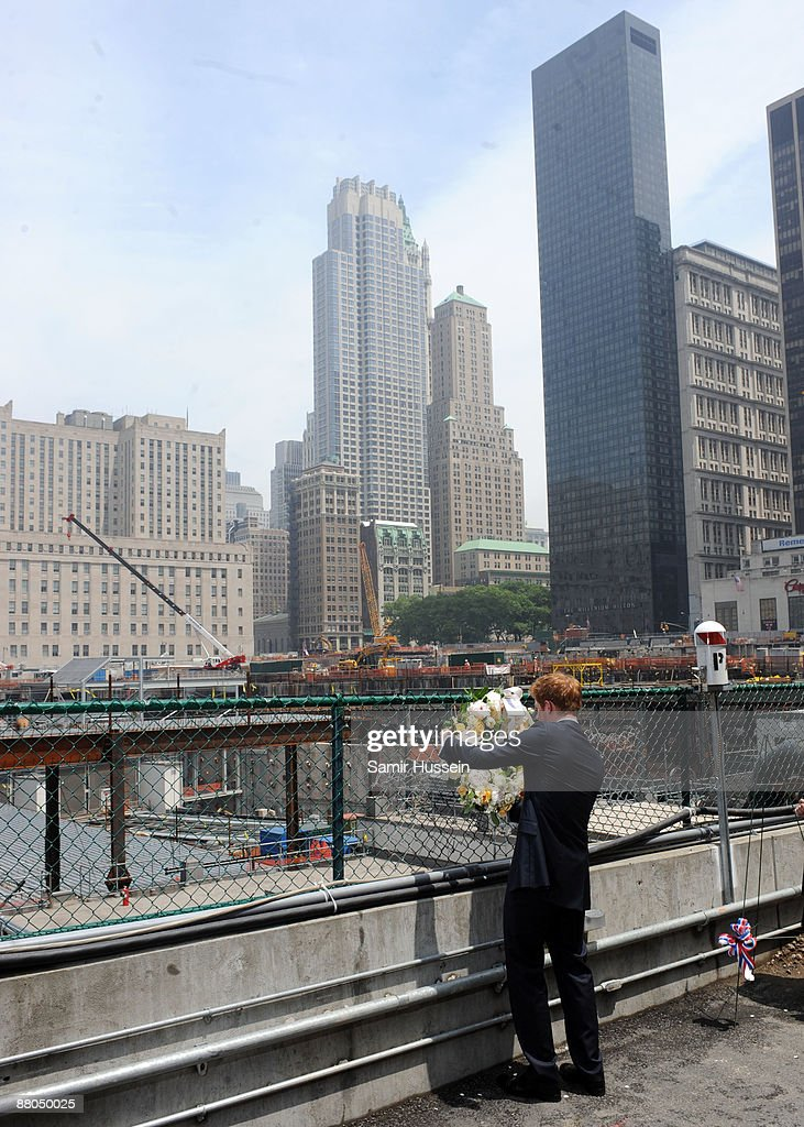 Prince Harry Pays His Respects At The World Trade Center Site : ニュース写真