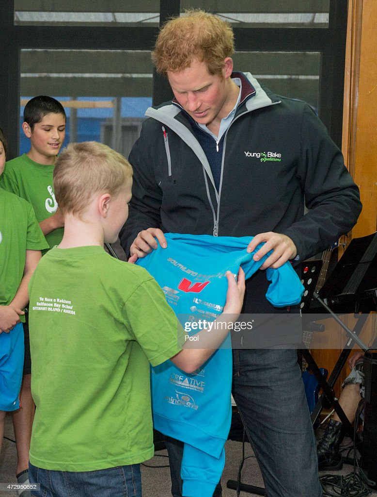 Prince Harry meets pupils at Halfmoon Bay School in Oban as he leaves on May 11, 2015 in Stewart Island, New Zealand. Prince Harry is in New Zealand from May 9 through to May 16 attending events in Wellington, Invercargill, Stewart Island, Christchurch, Linton, Whanganui and Auckland.