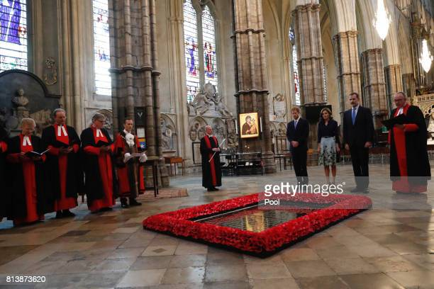 Prince Harry Queen Letizia of Spain King Felipe of Spain and the Dean of Westminster Dr John Hall stand beside the grave of the Unknown Warrior...