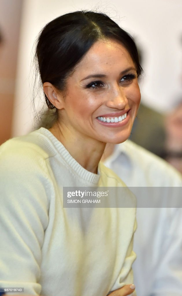 Prince Harry's fiancee, US actress Meghan Markle smiles during a visit to Northern Irelands next generation science park, Catalyst Inc. in Belfast on March 23, 2018, during the royal couple's first joint visit to Northern Ireland. / AFP PHOTO / POOL / Simon GRAHAM