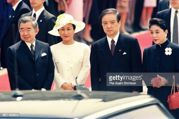 Prince Hitachi, Princess Hanako of Hitachi, Japanese Prime Minister Toshiki Kaifu and his wife Sachiyo attend the welcome ceremony for the Soviet...