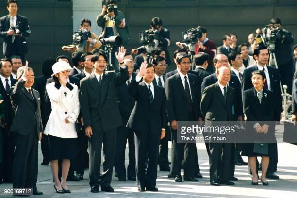 Prince Hitachi Princess Kiko Prince Akishino Crown Prince Naruhito Prime Minister Kiichi Miyazawa and his wife Yoko wave to Emperor Akihito and...
