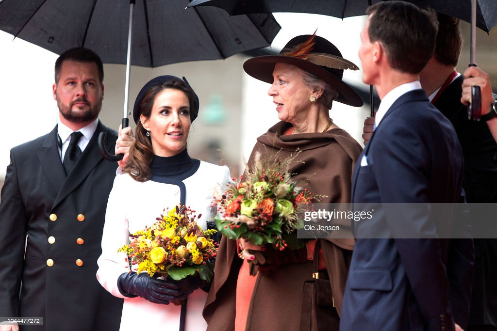 Royal Danish Family Attends Season Opening Of Parliament In Copenhagen : Fotografía de noticias