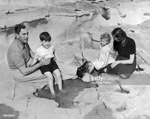 Prince Louis Mountbatten And His Wife Edwina Having A PickNick With Their Cousins Prince Charles And His Sister Princess Anne Of Great Britain On The...