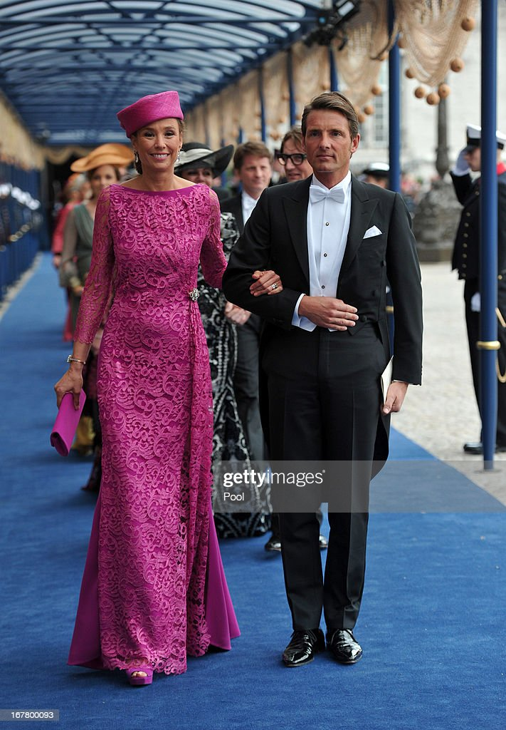 Inauguration Of King Willem Alexander As Queen Beatrix Of The Netherlands Abdicates : Foto jornalística
