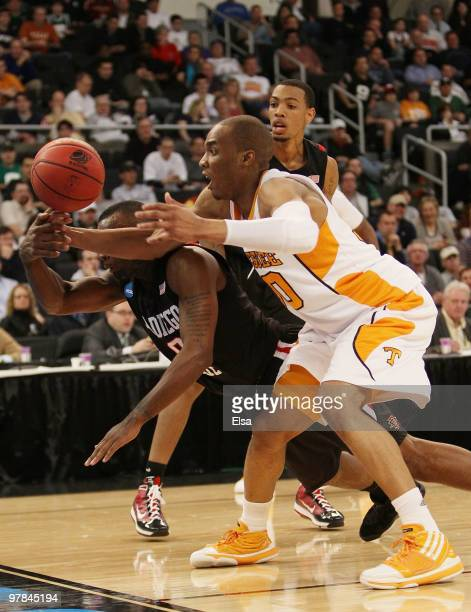 Prince of the Tennessee Volunteers and Kelvin Davis of the San Diego State Aztecs chase after a loose ball during the first round of the 2010 NCAA...