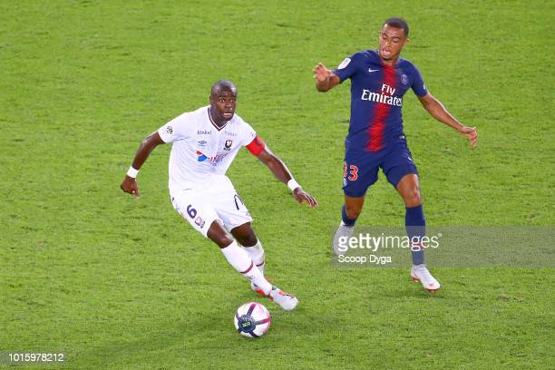 Prince Oniangue of SM Caen and Antoine Bernede of Paris Saint Germain during the French Ligue 1 match between Paris Saint Germain and Caen at Parc...