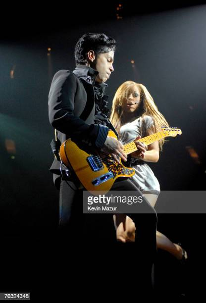 Prince performs during a concert at the O2 Arena on August 24, 2007 in London, United Kingdom.