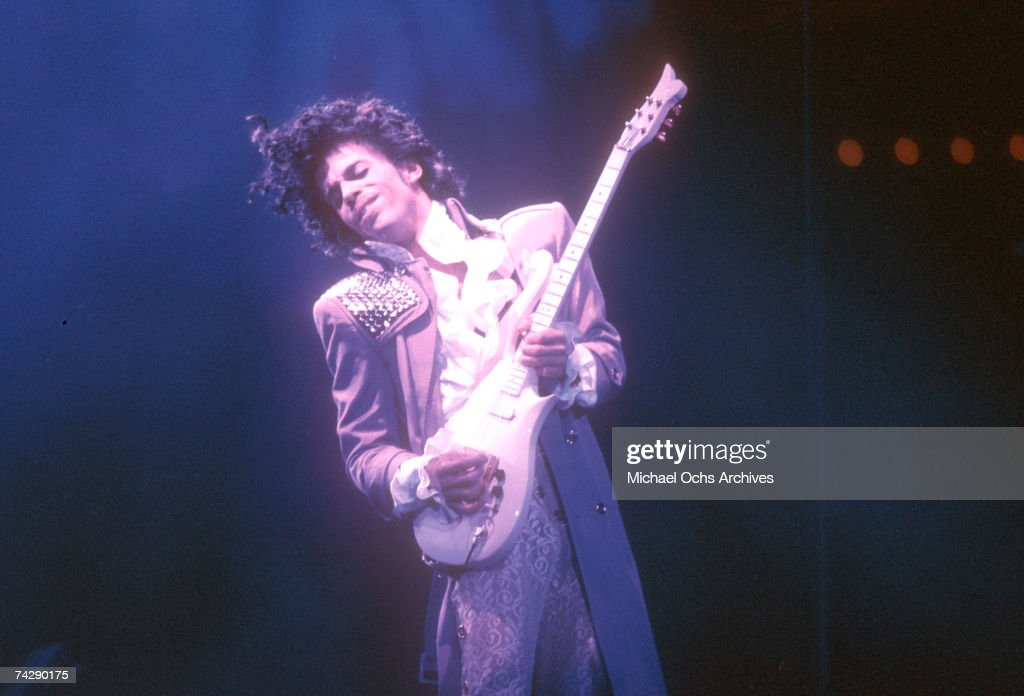 Prince Live At The Forum : News Photo