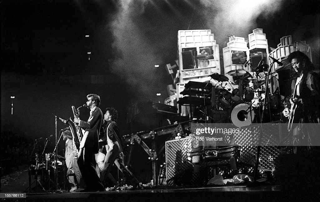 prince-performs-on-stage-on-the-sign-of-the-times-tour-westfalenhalle-picture-id155766112