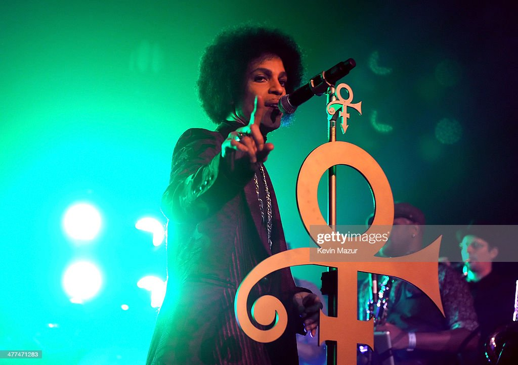 Prince Performs With Liv Warfield and NPG Horns : News Photo
