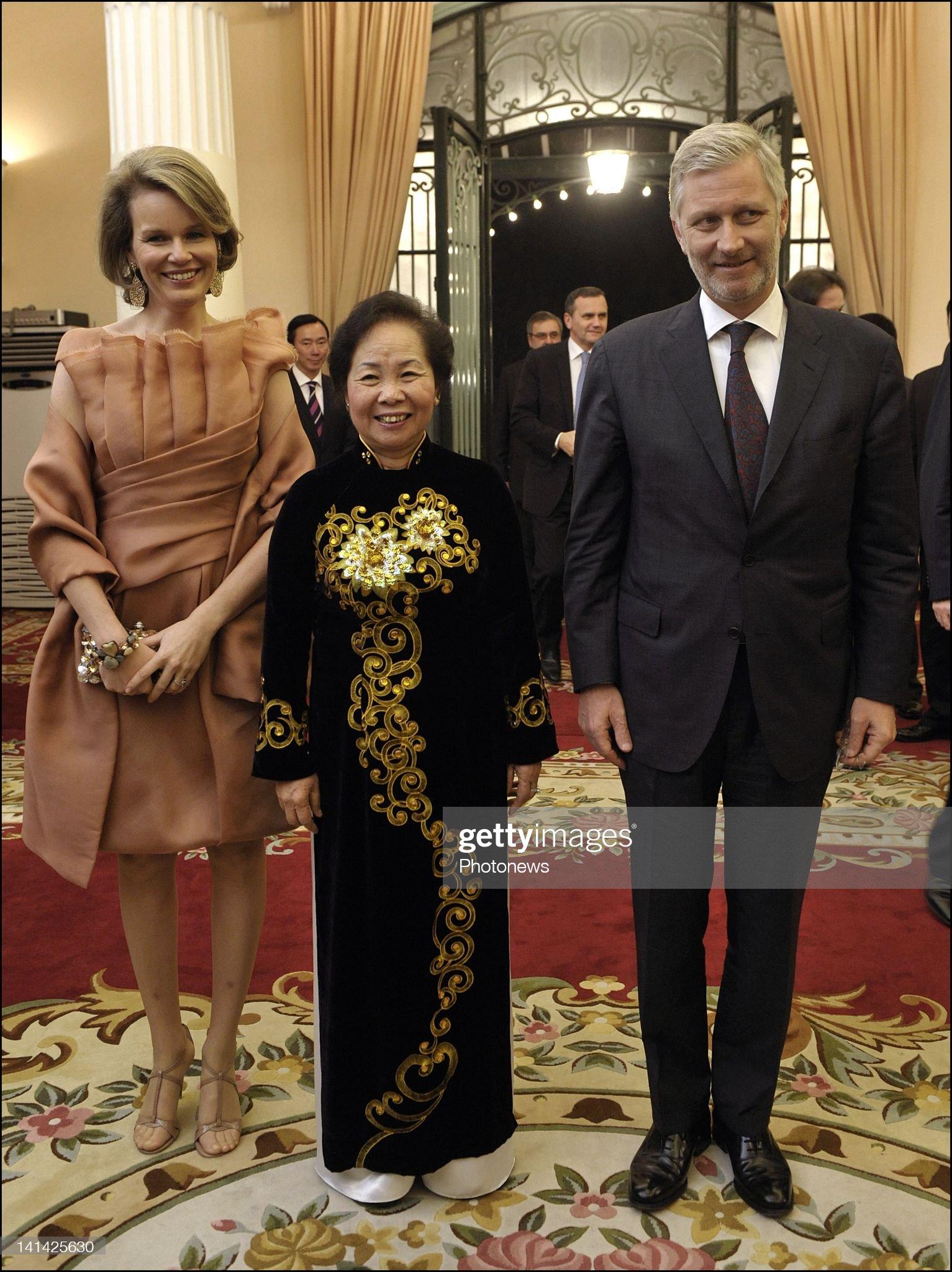 Вечерние наряды Королевы Матильды Prince Philip and Princess Mathilde of Belgium Official Visit to Vietnam - Day 2 : News Photo