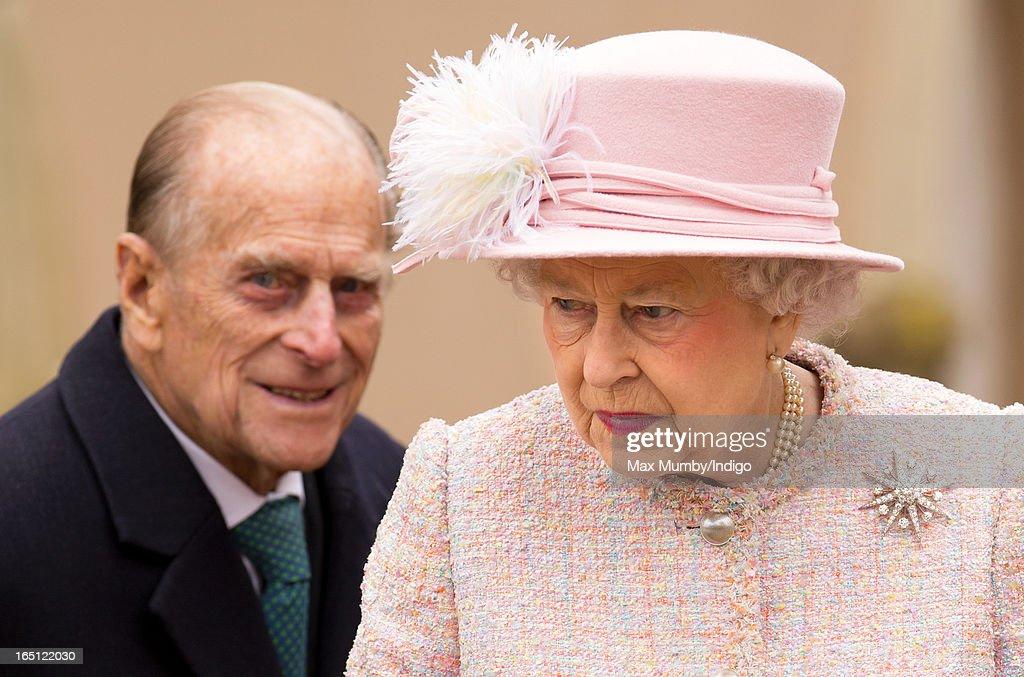 Queen Elizabeth Ii And Prince Philip 2013 Photos et images de Th...
